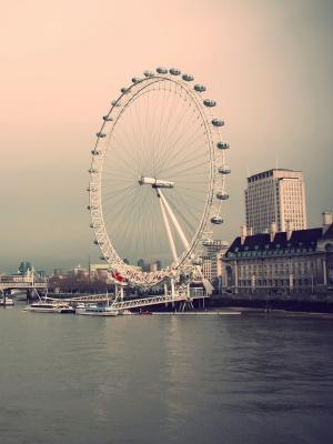 伦敦眼河流动壁纸