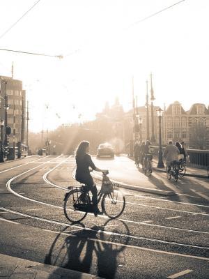 城市风景自行车手机壁纸