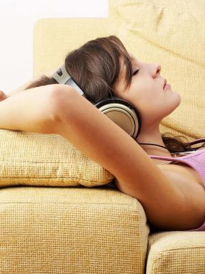 耳机女孩手机壁纸