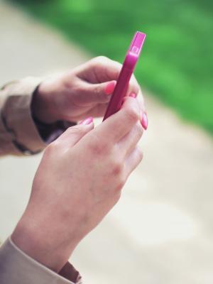 智能手机女人技术键入移动壁纸
