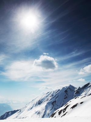 晴朗的雪山移动壁纸