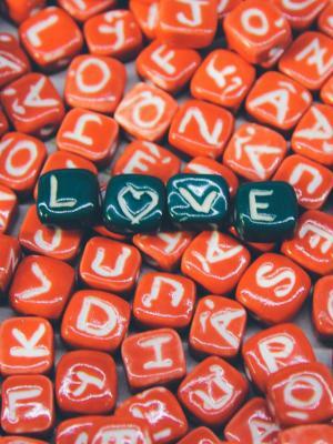 爱在红色的移动壁纸的心