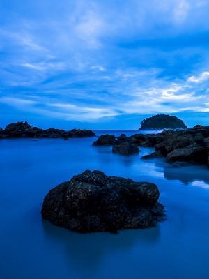 卡塔海滩在黄昏移动壁纸