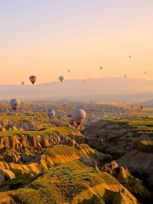 气球飞过天空手机壁纸