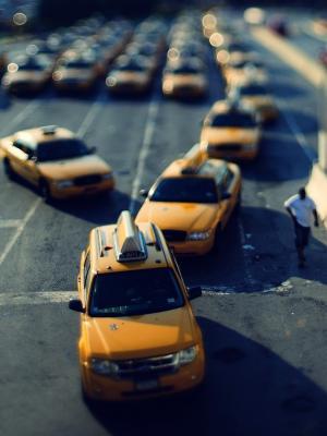 出租车倾斜移动手机壁纸