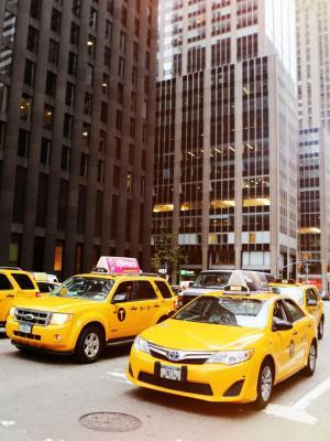 黄色汽车手机壁纸