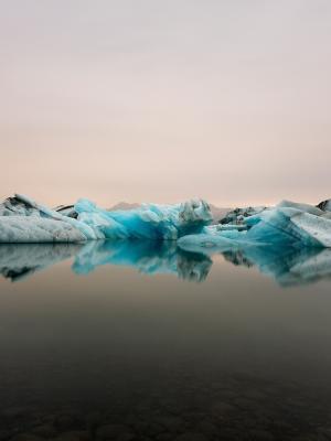冰川泻湖移动壁纸