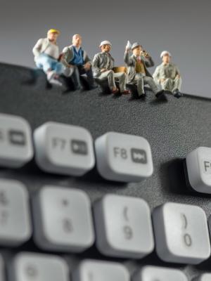 娃娃工作者键盘手机壁纸