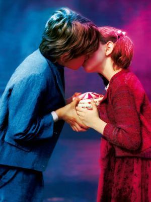 男孩女孩可爱的亲吻移动壁纸