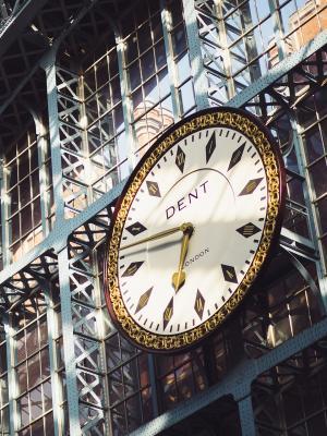 火车站时钟手机壁纸