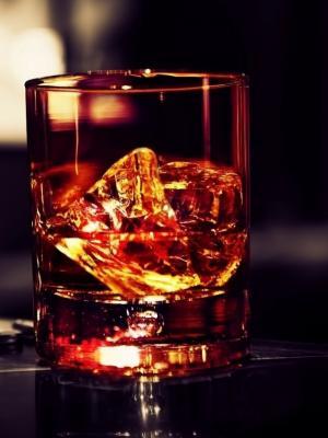 威士忌冰雪茄手机壁纸