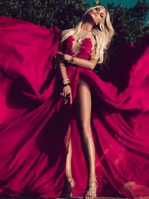莫妮卡汉森红色礼服手机壁纸