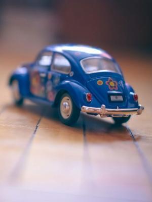 玩具蓝色汽车心情手机壁纸