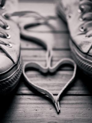 鞋灰度手机壁纸