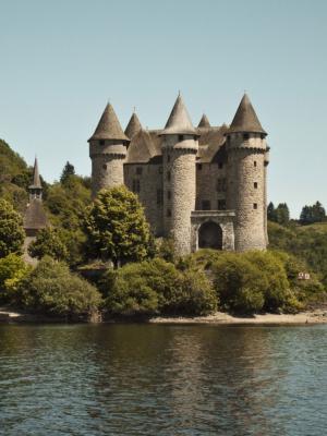 河流动壁纸附近的城堡