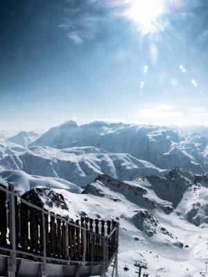 下雪的阿尔卑斯山手机壁纸