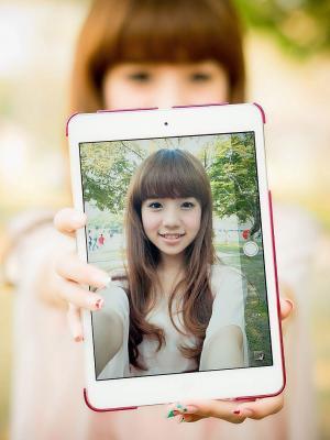 亚洲女孩平板手机壁纸