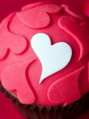 粉红色的心蛋糕手机壁纸
