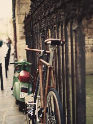 自行车围栏街头手机壁纸