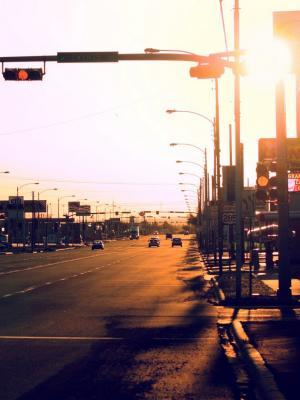 日落街头汽车手机壁纸