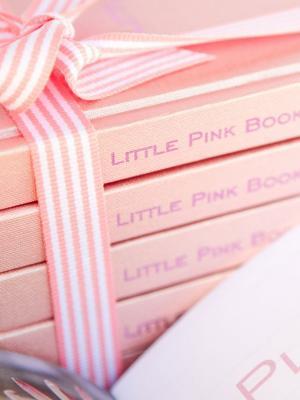 可爱的粉红书籍手机壁纸