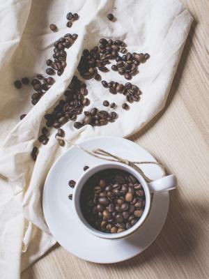 在一杯咖啡免费移动壁纸咖啡豆