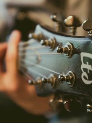 尘土飞扬的吉他声音手机壁纸