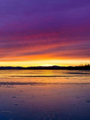 冬天结冰的湖手机壁纸